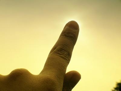 Tapar el Sol con un dedo